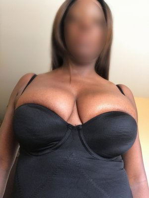 Analia outcall escorts in Carmichael
